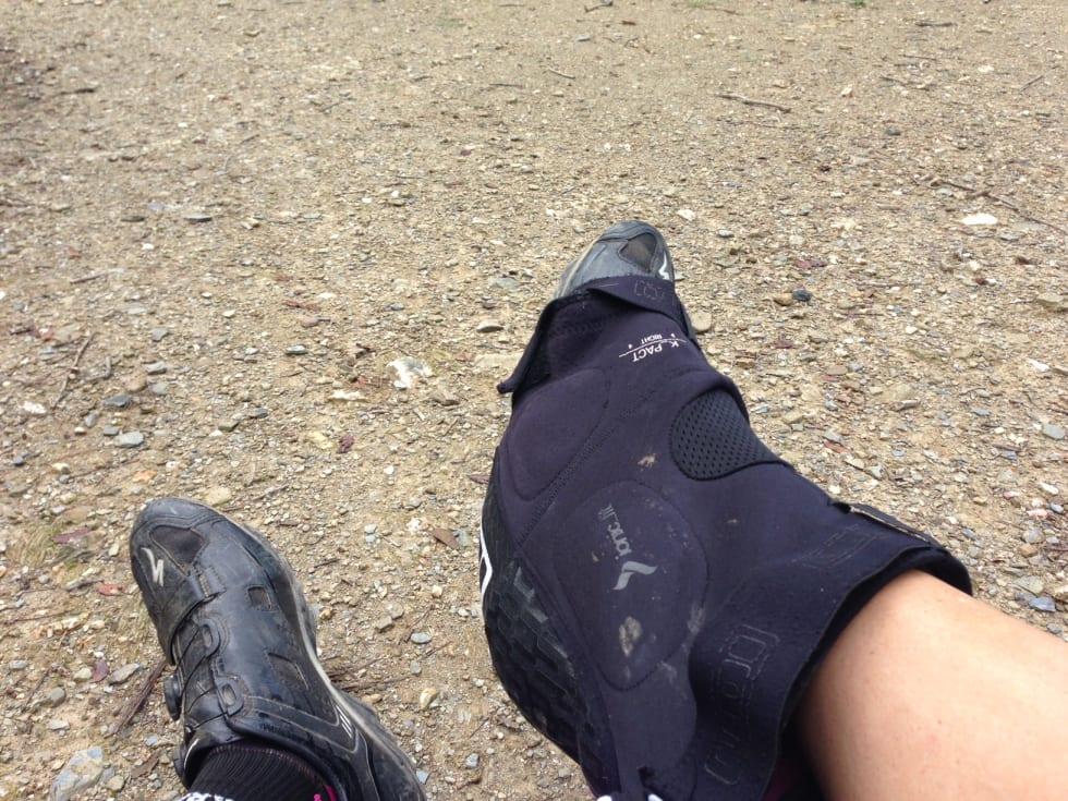 UNNGÅ BØSS: Ved å beholde skoene på unngår du skitne sokker og sko full av grus.