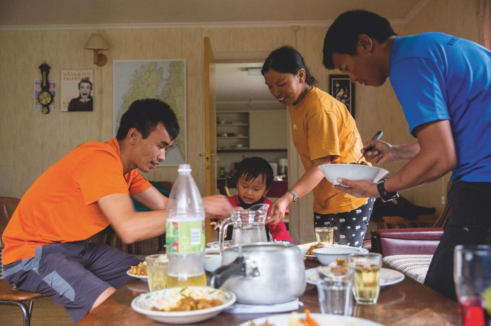 HEIM: Tshering og familien er i Jostedalen bur dei i 2.etasje på det som ein gong var kommunehuset. Etter endt arbeidsdag på breen, brukar dei det meste av tida her saman med sonen. På fridagar er det ikkje uvanleg at dei reiser til symjebassenget i Gaupne
