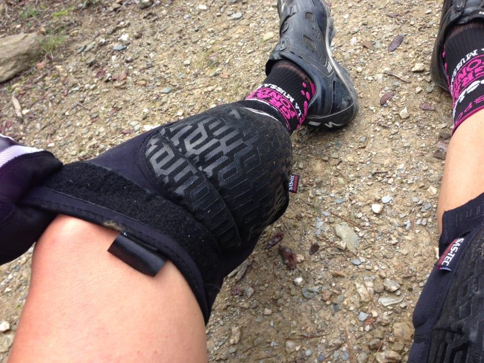 FERDIG: Snu knebeskytterne rundt når du har fått dem forbi skoene.