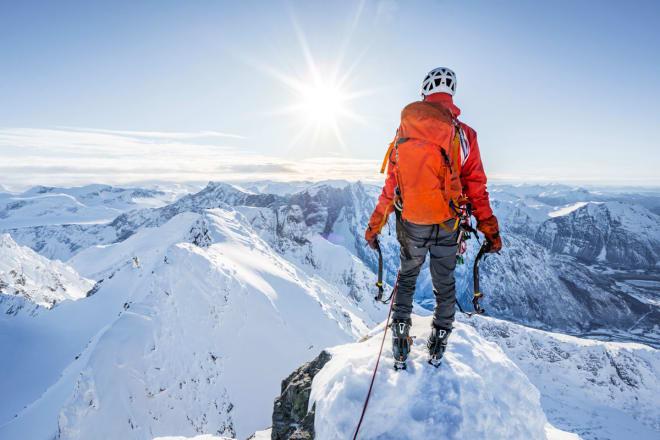OVER DALEN: Fra toppen av Store Vengetind. Foto: Sindre Kolbjørsgard