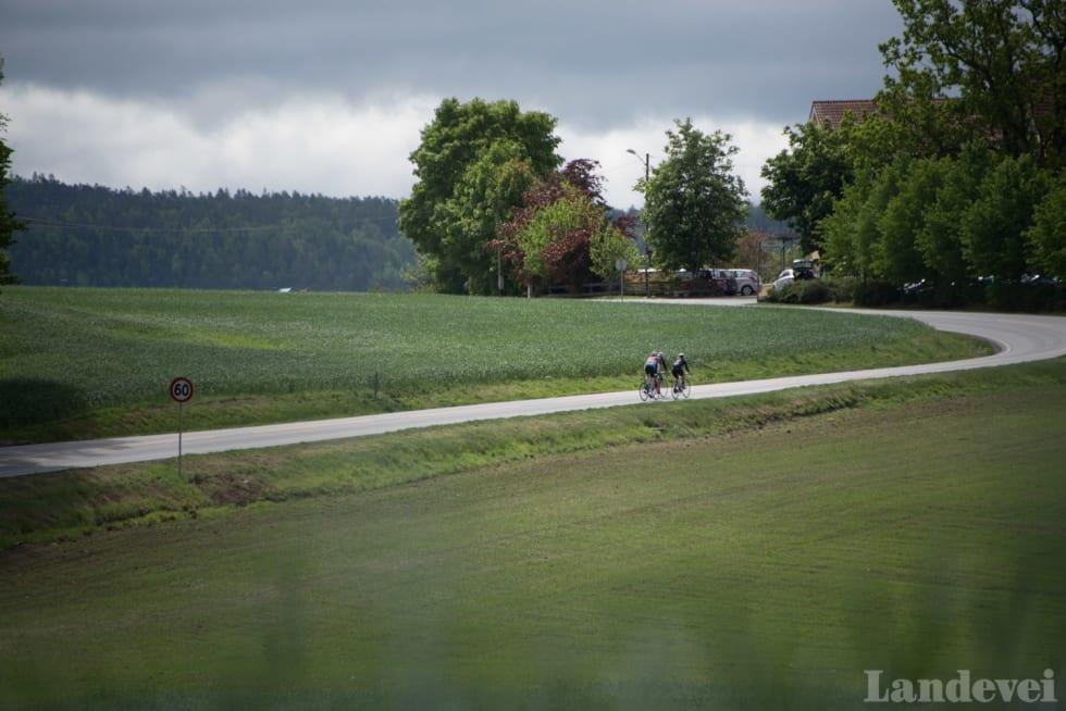 ØDE: Det er knapt biler og enda mindre liv på vei mot svenskegrensen.