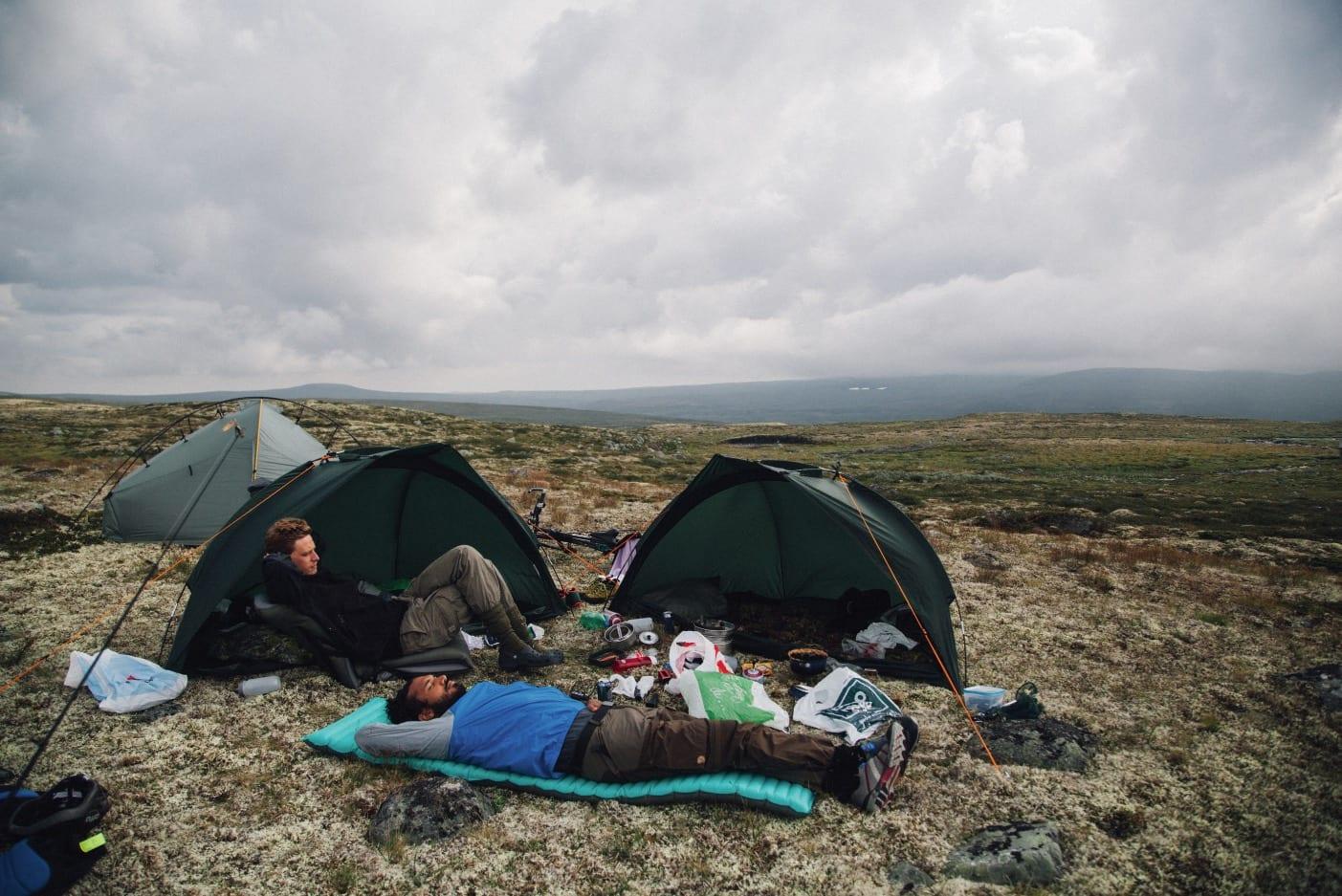 HVILEPAUSE: Ved Dyranut tok vi en velfortjent hvile og fiskedag