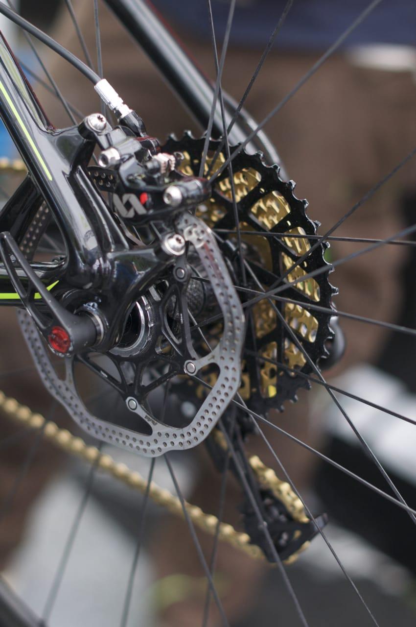 HJUL: Gunn-Rita er ikke på SRAMs Guide-bremser ennå, men bruker standard XX. Baknavet er tydelig et Fulcrum-nav med karbonskall.