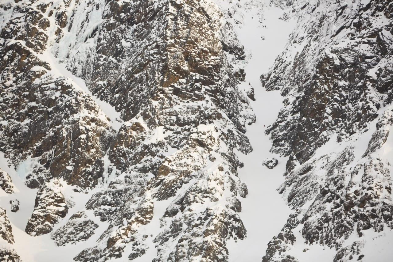 LØNN FOR STREVET: Tre timers slit opp renna på Nedre Tverrelvtind betaler seg når du skal ned igjen.