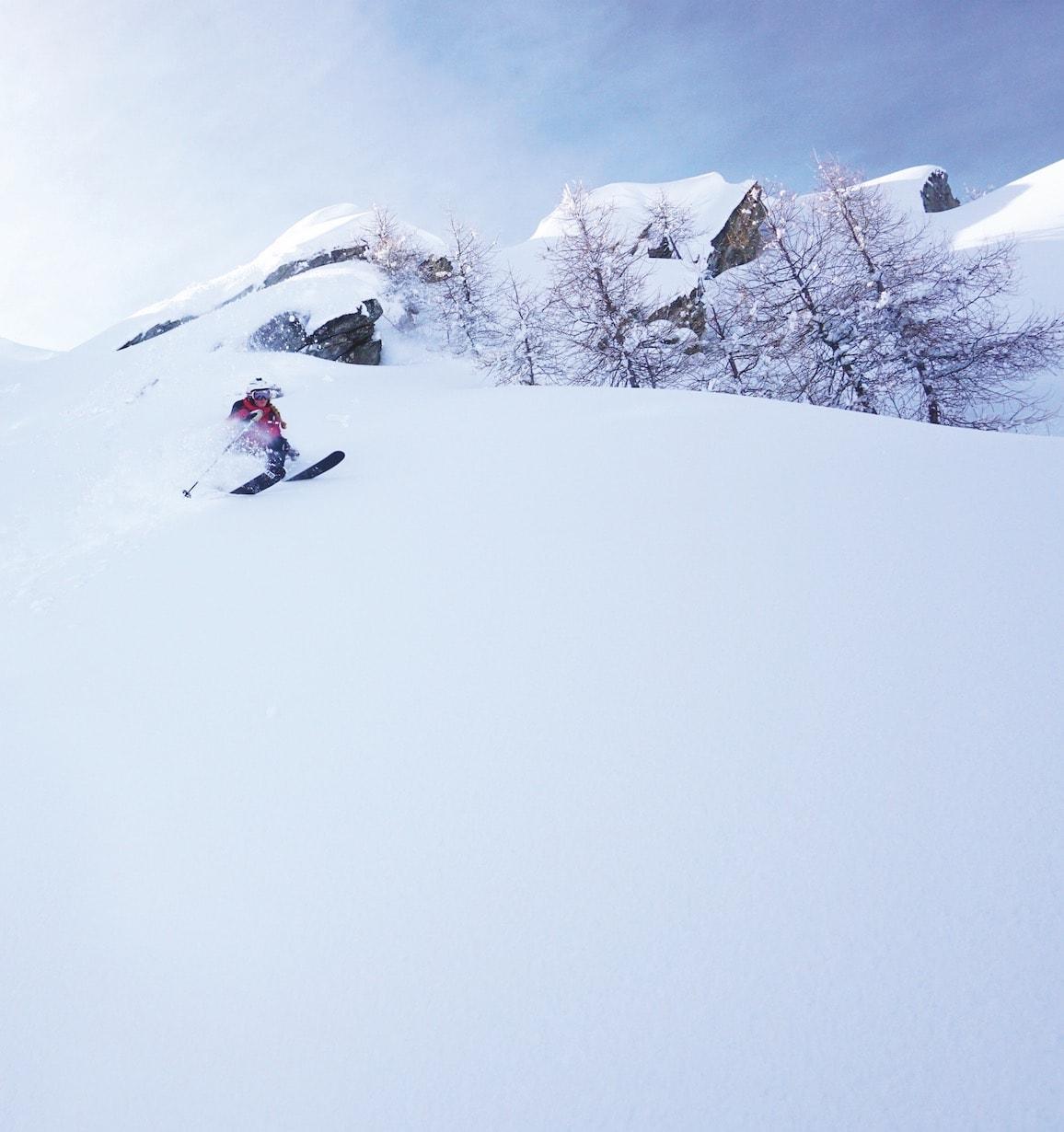 PAUSE: I fjor vinter var Ida to måneder i Nendaz i Sveits for å kjøre pudder. Det betydde pause i geologistudiene. Bilde: Johanne Askim Adde