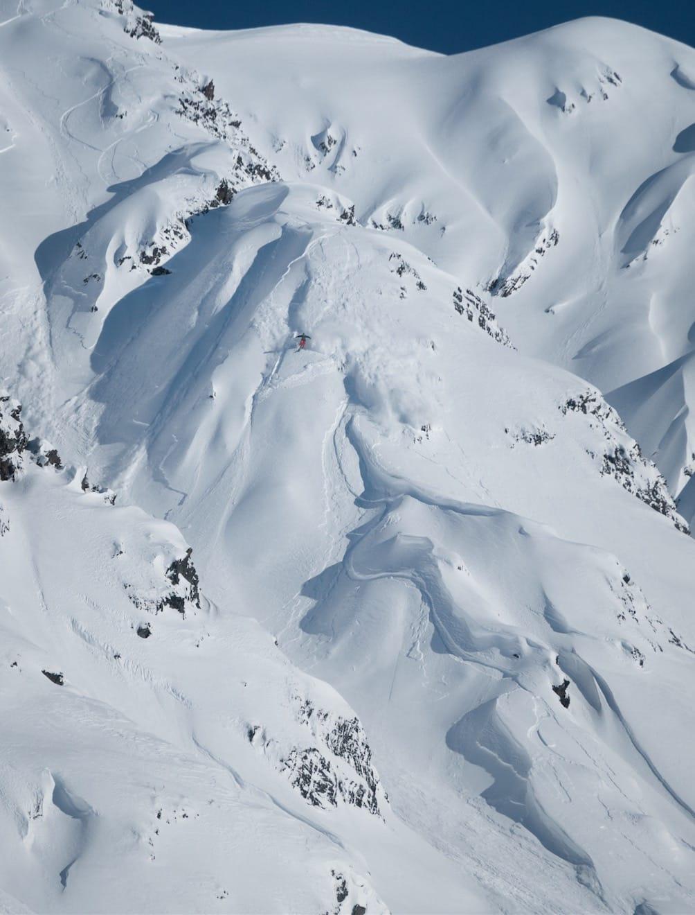 EKSOTISK: Alle drømmer om Alaska, men ikke mange drar til for å gå topptur i tre måneder. Det har Nikolai gjort, og da forholdene var bra –som de nesten aldri var- fikk han kjøre linjer som dette. Bilde: Joel Shute