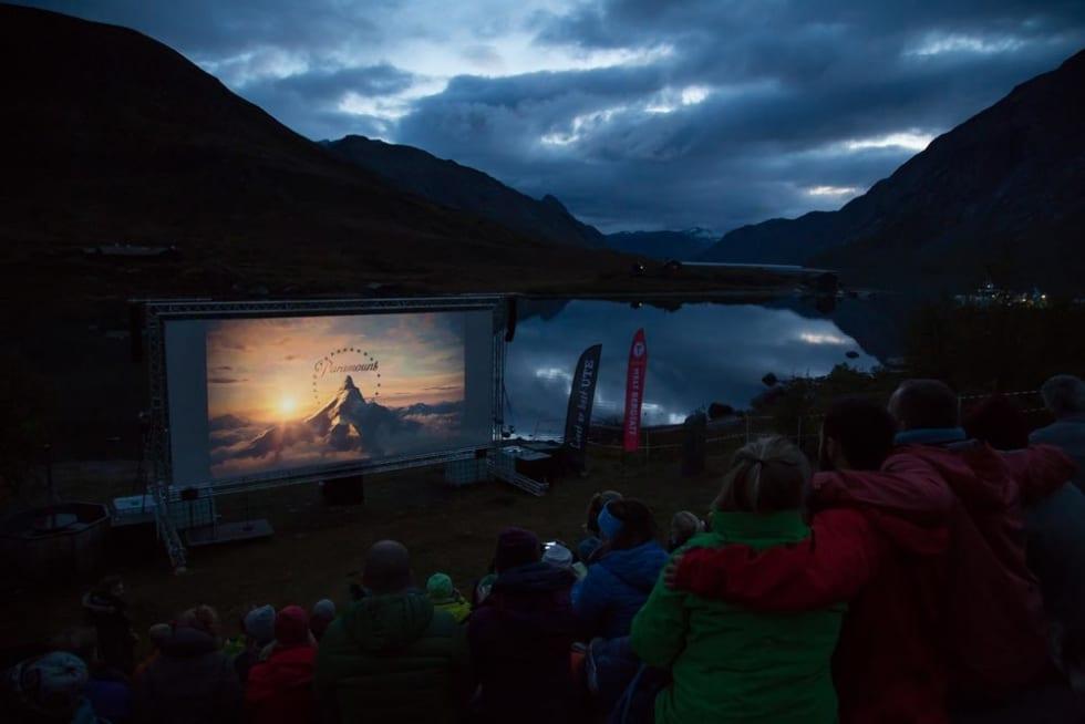 Utendørskino. Fjellfilm viser blant annet spillefilmer, dokumentarer og kortfilmer. Foto: Cathrin Moe