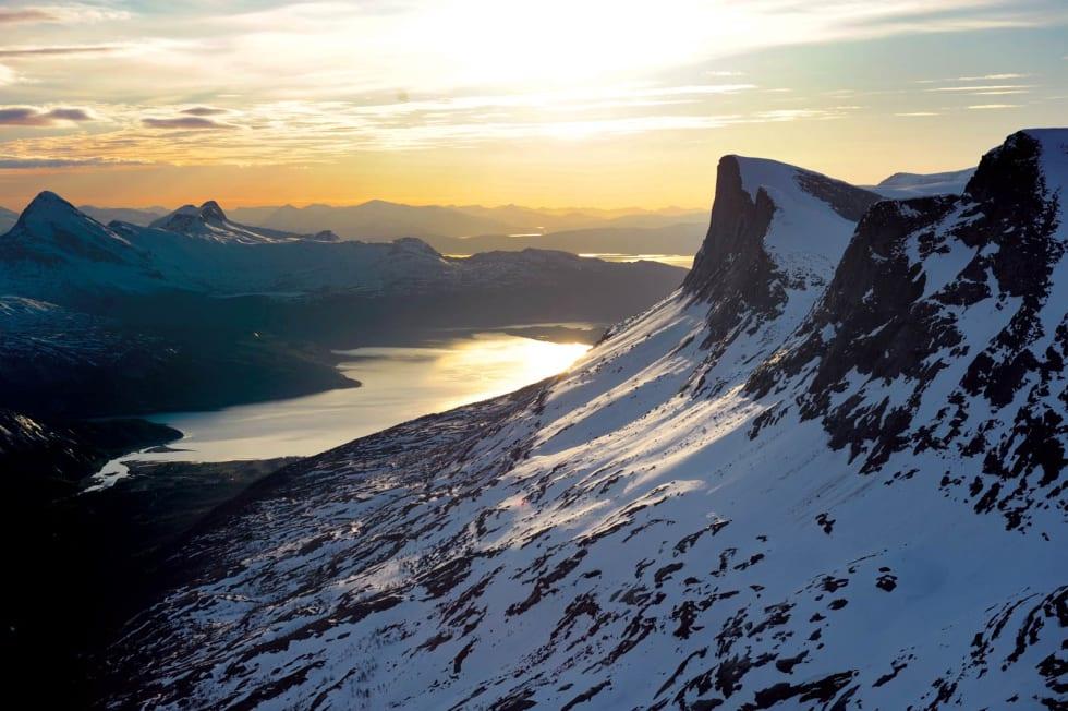 Utsikten fra Skjomdalen ut langs fjorden Skjomen er reindyrket naturporno. Foto: Rune Dahl  / Toppturer rundt Narvik