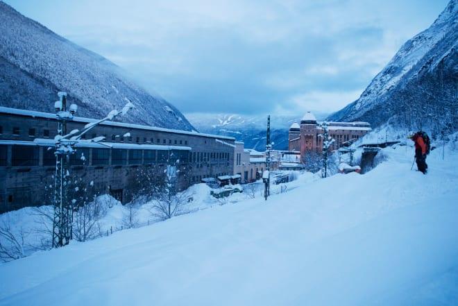 NEDE: Ski, industri & historie i skjønn forening. Foto: Anki Grøthe