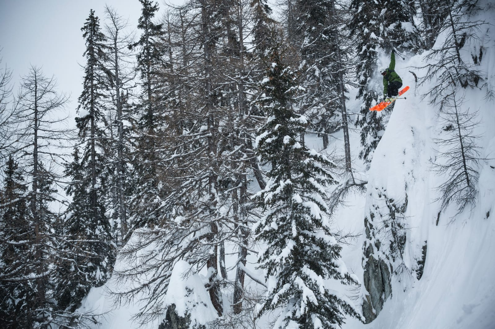 DRIFTIG: Enorm skiinteresse og en utrolig evne til å komme seg avgårde har gjort Nikolai Schirmer til en av Norges aller beste frikjørere. Bilde: Jeremy Bernard