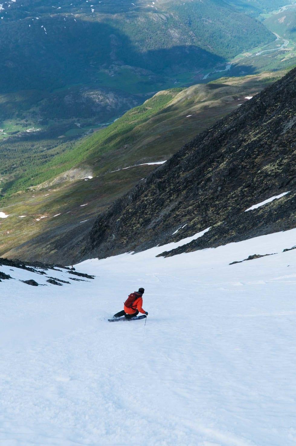 RENNE: Det smalner gradvis inn for Hans Petter Hval, som er på vei ned mot halfpipen i bunn.  Bilde: Henrik Ulleland