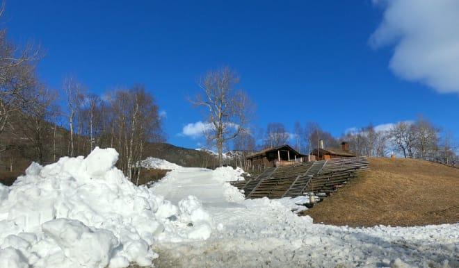NOK SNØ: Selv om været har tørt hardt på snøen i Hemsedal, er det mer enn nok til å fikse påskas feteste railjam, som skjer Langfredag. Foto: Christoffer Bjerkan