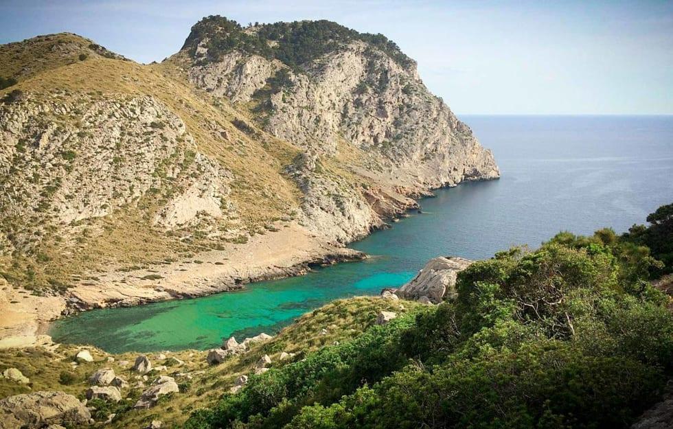 IDYLL: I Cala Figuera-bukten finner du ofte yacter med bikinijenter og champagne. Stille for anledningen. Foto: Commons.