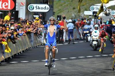 HVORFOR? Sender franskmennene denne pinglen til Roubaix på grunn av for høyt spritinntak? Foto: Cor Vos