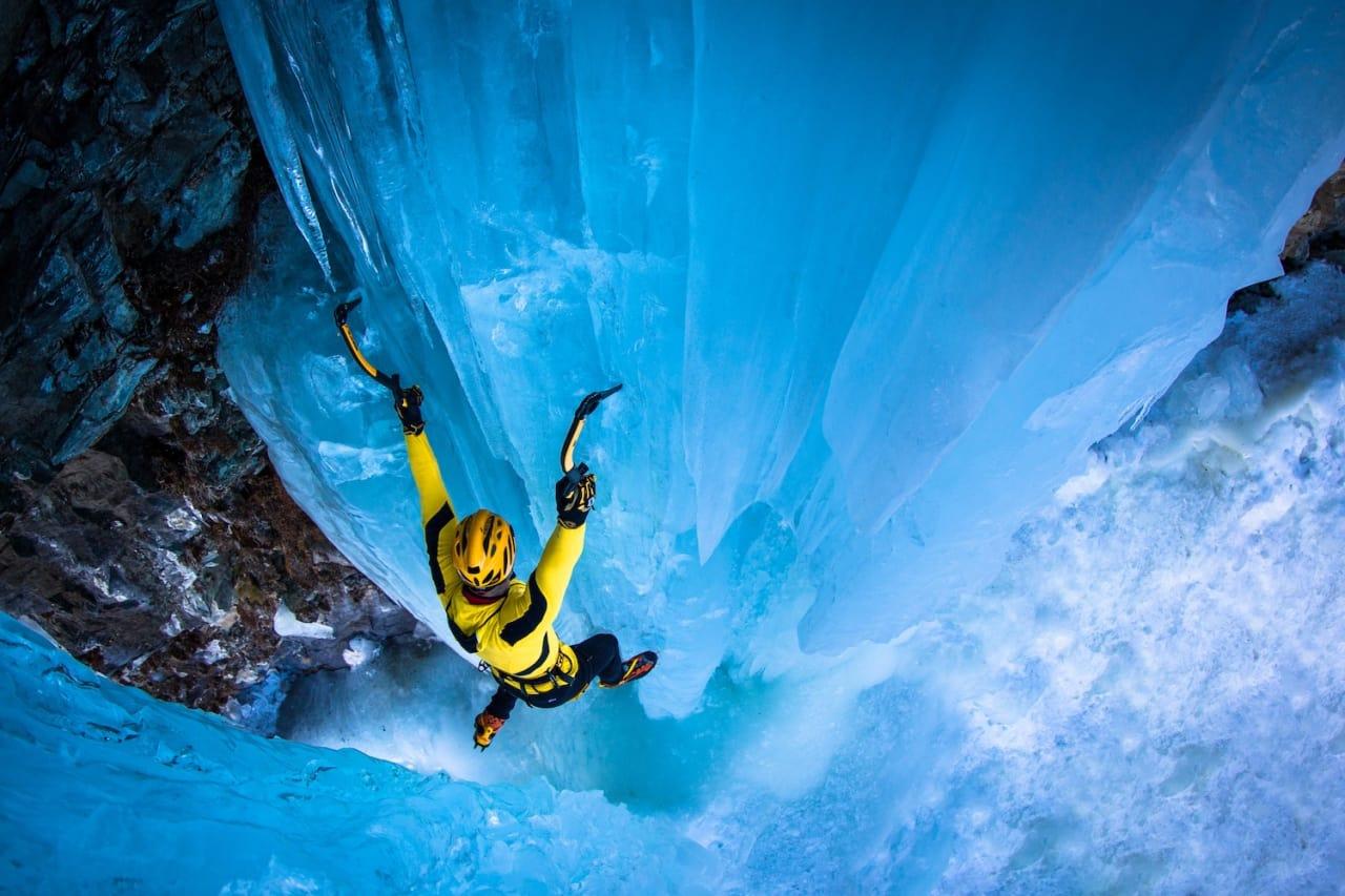 tThomas Bubendorfer klatrer i Cogne, Italia. Foto: Lorenzo Belfrond