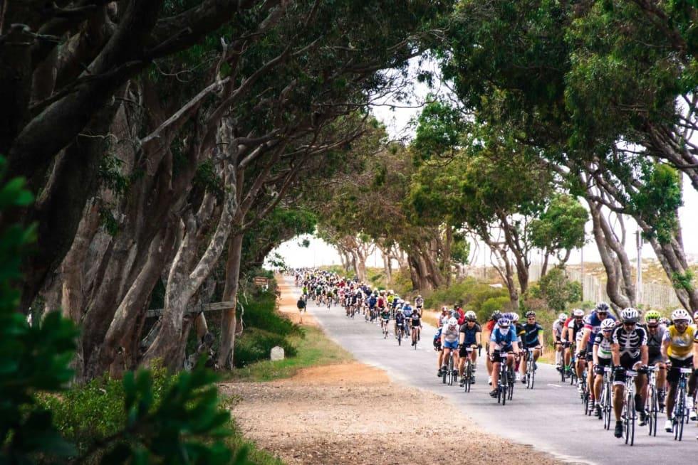 Horder: Rekken av syklister som kommer over bakketoppene er endeløse i Cape Argus. De raskeste holder seg til høyre, de tregere til venstre. Motsatt, altså.