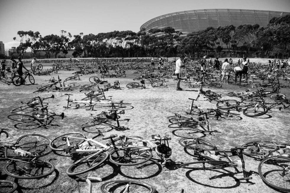 TUSENER PÅ TUSENER: Sykkeloppbevaringen etter målgang er fylt til randen.  Organiseringen kunne kanskje vært noe bedre.