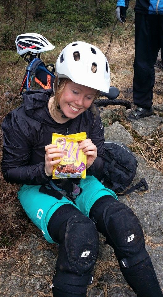 PÅSKEGODT: Sigrid Stjernvang tok turen fra Oslo for å sikre seg påskegodt til halv pris. Foto: Hermann Fredriksen