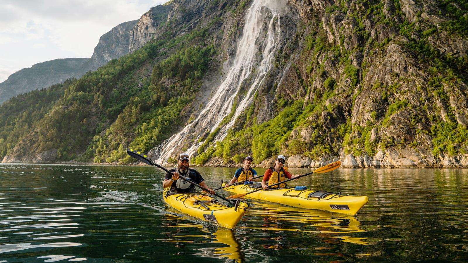 TAFJORD: Digre fossefall og interessant lokalhistorie er noe av det som lokker med padling i Tafjord. Bilde: Magnus Roaldset Furset