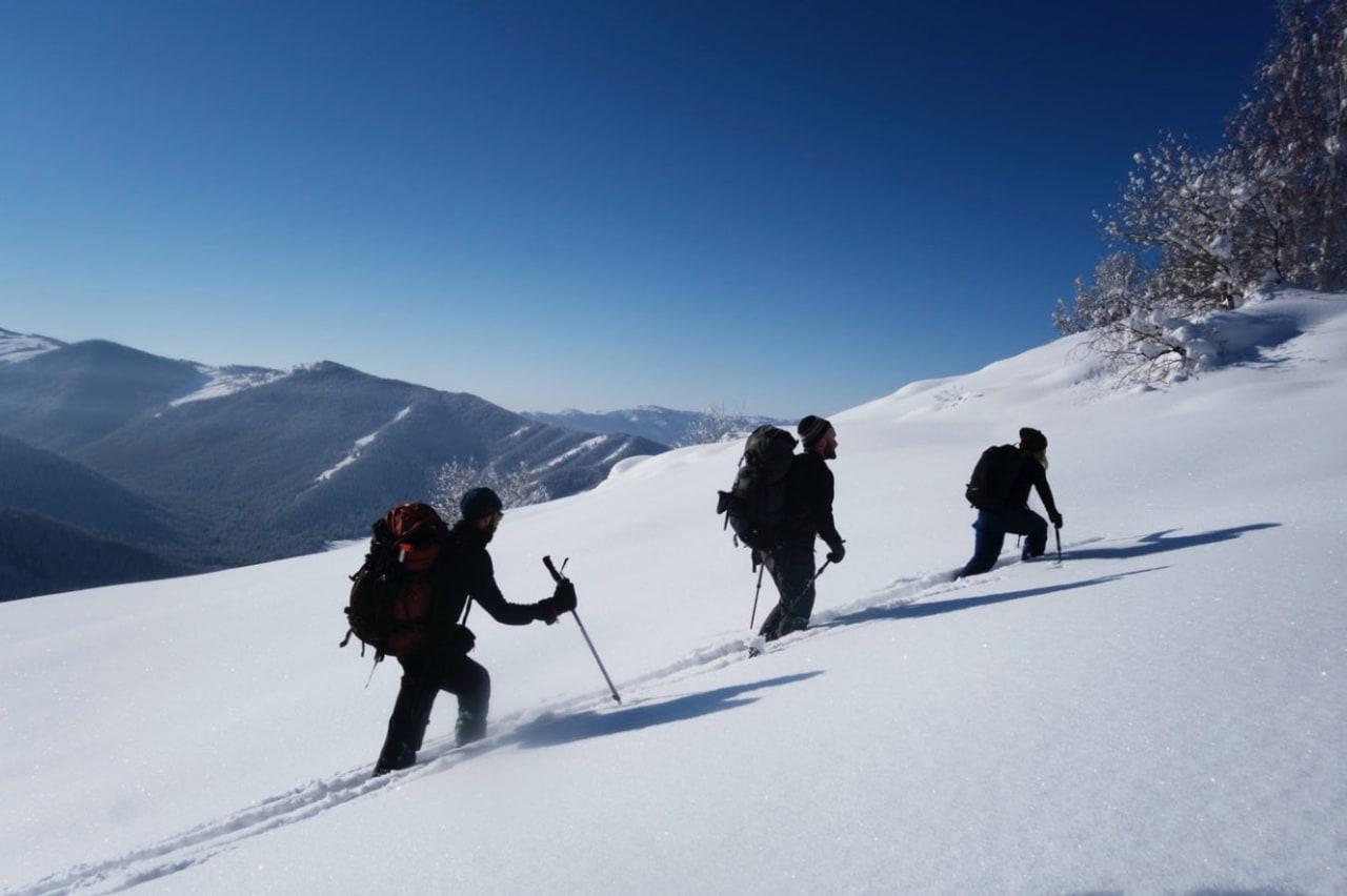 BRØYTING: Skiføret var upåklagelig. Audun Tholfsen og Dag Inge Bakke i sporet bak Linn Cecilie Mæhlum. Bilde: Erlend Sande
