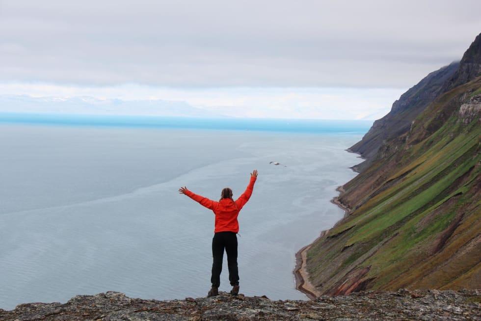 DEN LANGE DAGEN: På toppen over Grumantbyen var det bare en strandpromenade igjen før vi var i Bjørndalen, trodde vi.