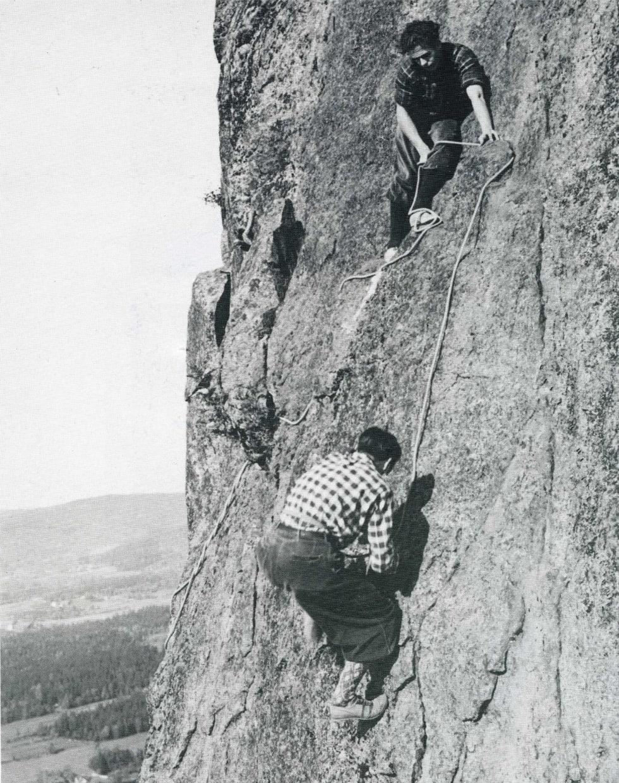 Klassiker: Per Hohle sikrer Arne Næss på Storesvaet i Sydstupet i 1940. Foto: E. Rothman.