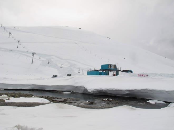 DRØMMEFØRE: Det var deilig nysnø da Stryn sommerskisenter åpnet sist helg. Foto: Pål-Trygve Gamme