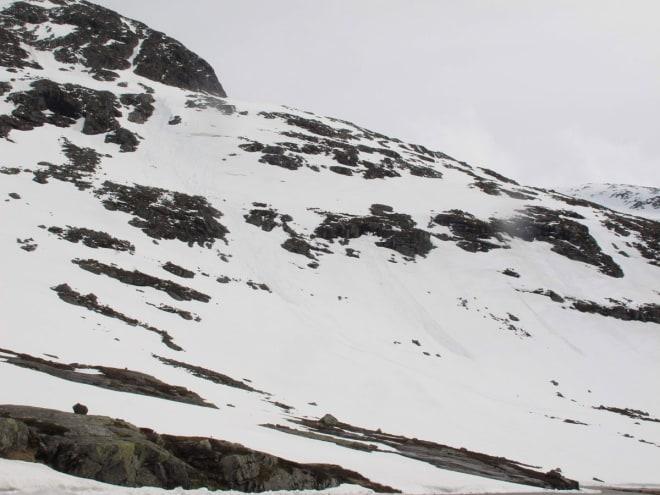 BAKSIDEN: Sløsjskred og nok snø på den korte baksiden. Foto: Pål-Trygve Gamme