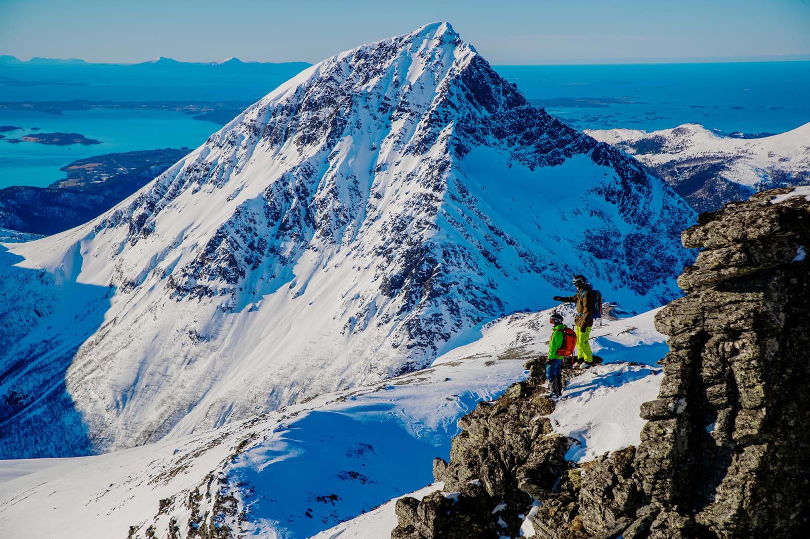 UT MOT HAVET: Sandnestindan og Trolltindan gir skiopplevelser de fleste tenker man må til Lofoten for å oppleve. Bilde: Terje Aamodt