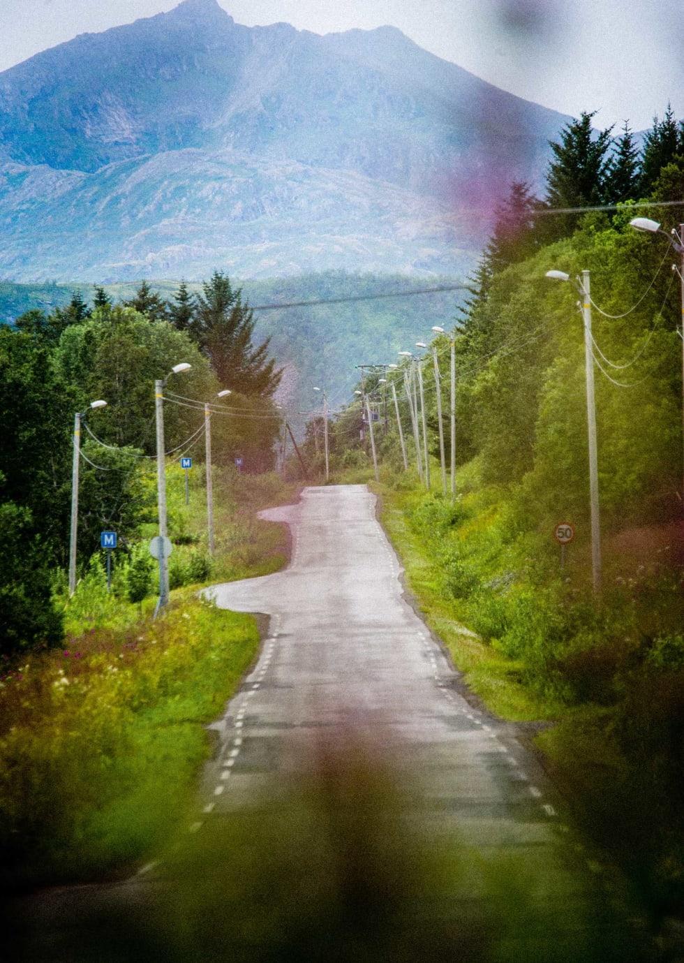HULTER TIL BULTER: Telehiv og lite trafikk gjør sitt til at lyktestolpene står litt uryddig.