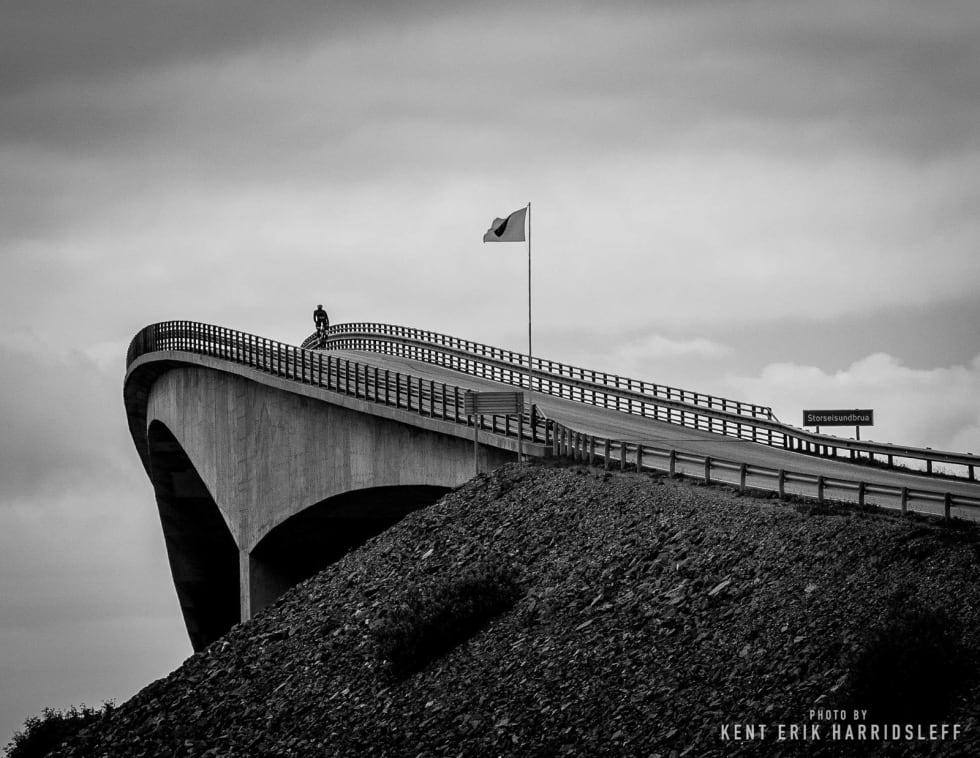 HOPPING: Atlanterhavsveien slynger seg opp og ned langs Nordmørskysten. Foto: Kent Erik Harridsleff, Jonas Orset