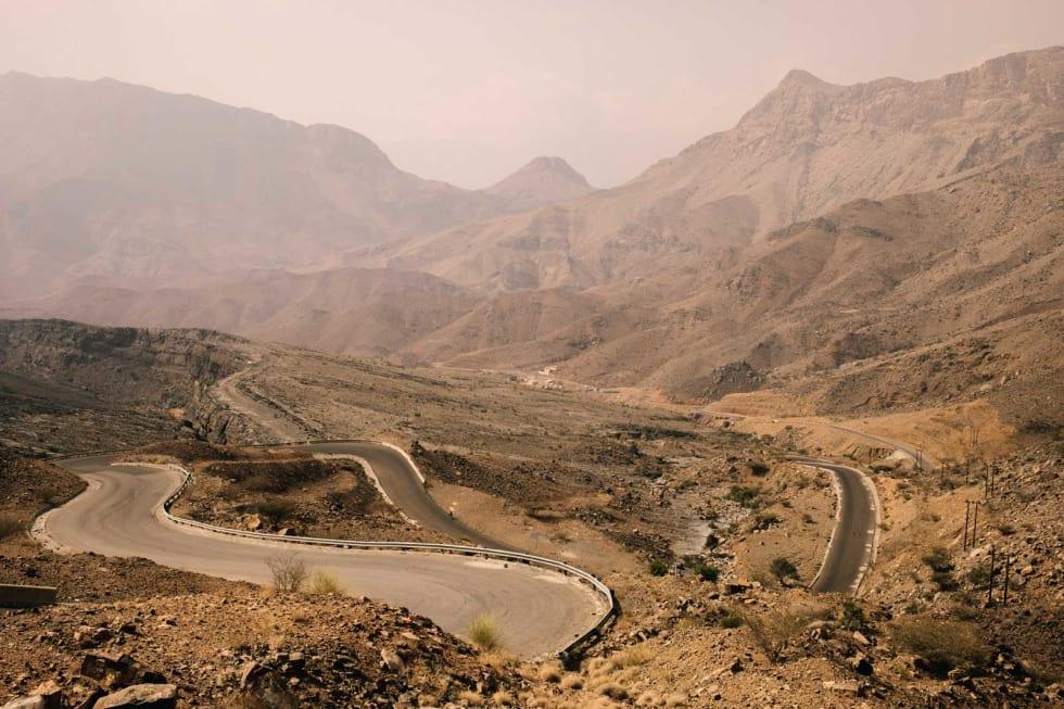 HARDHAUS: Klatringen opp til Jebel Shams er en av Omans bratteste, mest kjente og krever et godt stykke tålmodighet. Utsikten midtveis er derimot verdt det.