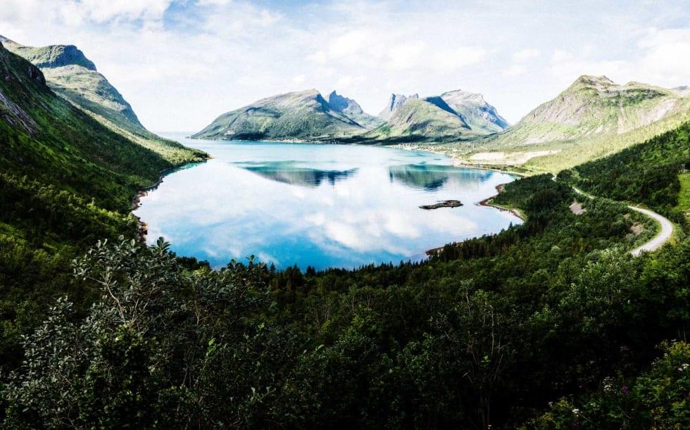 VIDSYN: På toppen av klatringen fra Bergsfjorden til Skalandstunnelen finner du et utkikkspunkt.