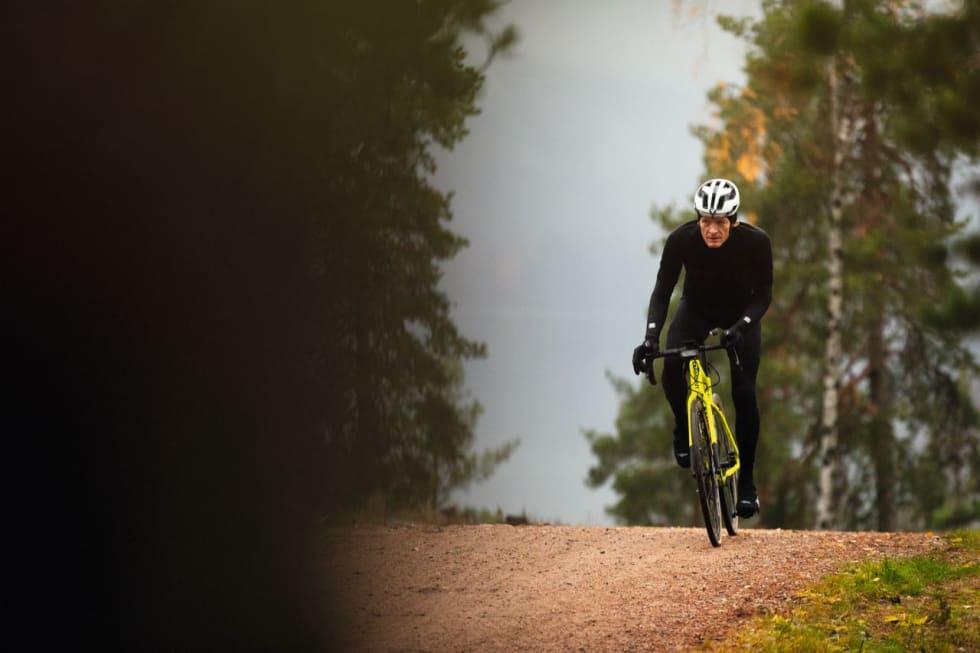 SYNLIG: Den neongule Diamant AR Tiagra er med i testen av rimelige norske grussykler.