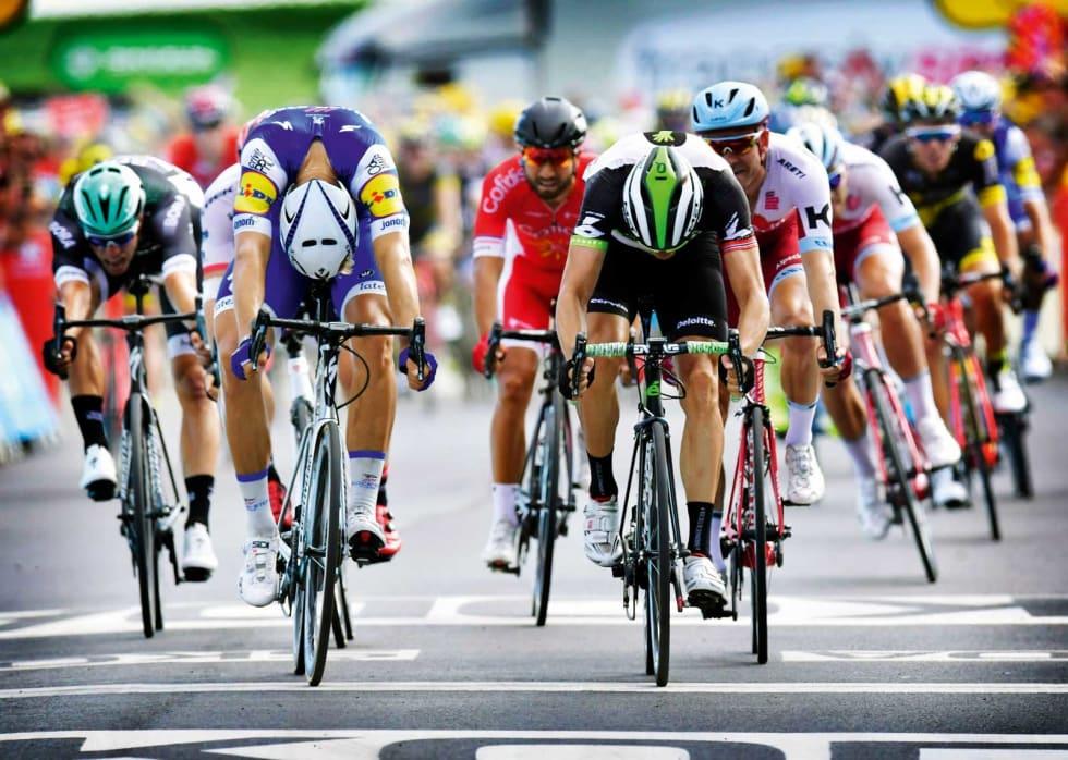 MILLIMETER: Ser du hvem som kom først? Målfotoet viste at Marcel Kittel var en hårsbredd foran Edvald Boasson Hagen på den sjuende etappen i 2017. Foto: Cor Vos