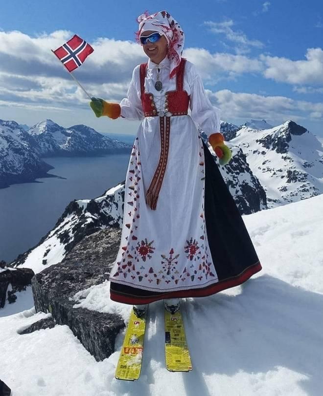 HARMONISK: Dette bildet er fra feiringen av Grunnlovsdagen på Kvaløya. Foto: @harmonika70