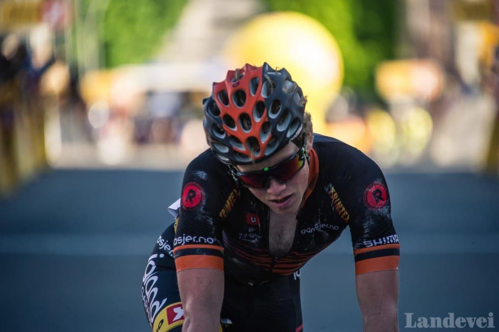 SLUTTKJØRT: Målgang NM Lillehammer 2015, der Hagen ble nummer ni. Sesongen var hans første i Team Sparebanken Sør. Foto: Henrik Alpers.