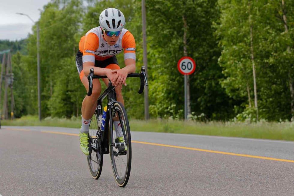 FLATEBANKER: Jonas Orset kjørte solo i 13 mil da han vant Trondheim-Oslo i 2016. Foto: Ola Morken.