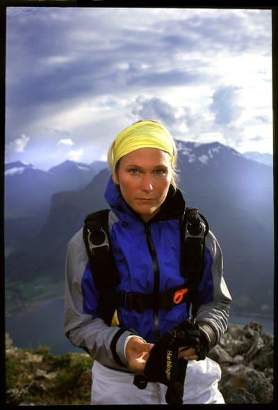 Karina på basehopping i Romsdal.