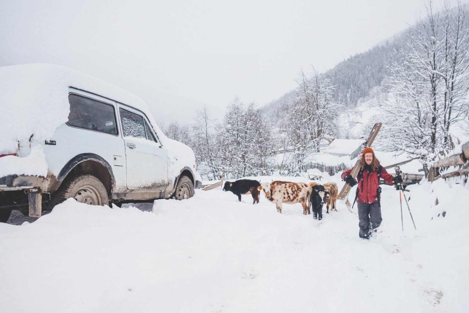REPRESENTATIVT: Det finst folk i dei fleste krokar på landsbygda i Georgia, men eg er viss på at det finst endå fleire kyr og gamle Lada'ar.