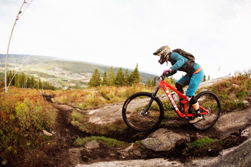 Konkurrenten: Endurosykkelen er tilpasset harde nedturer. Foto: Kristoffer Kippernes