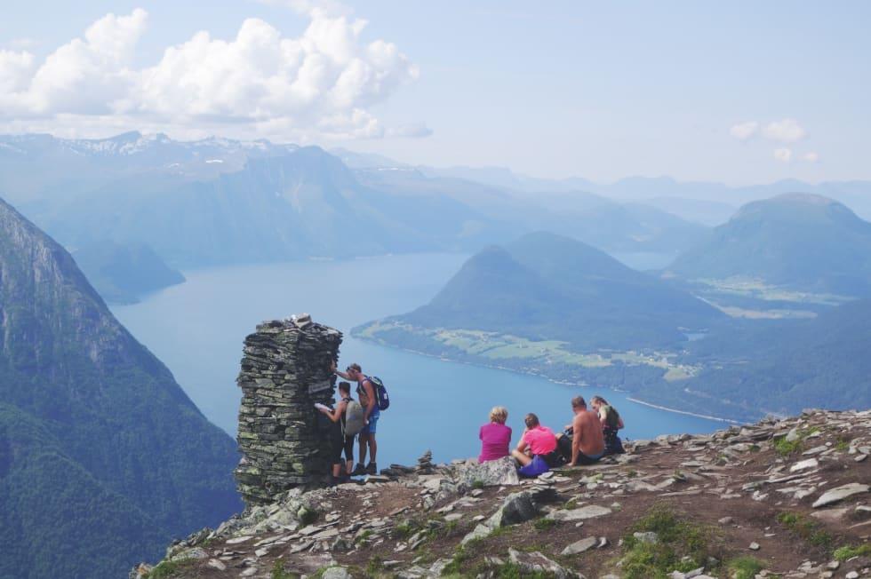 FOLKSOMT: Romsdalseggen er godt etablert som turistattraksjon.