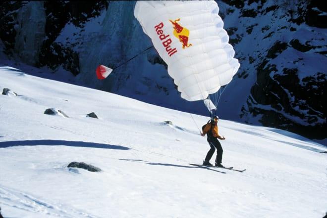 PÅ AL PETUR: Karina lander etter et vellykka skibasehopp i Chamonix.
