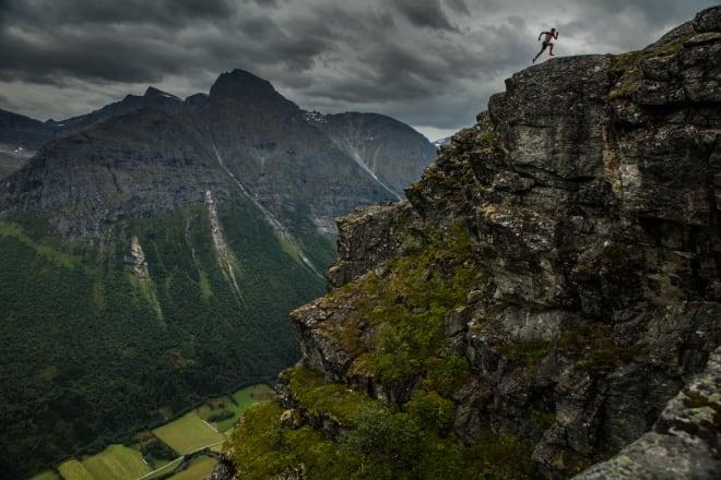 HJEMME: Kilian flytta til Romsdalen for å holde på med dette her hver eneste dag i urørte fjell. Foto: Matti Bernitz