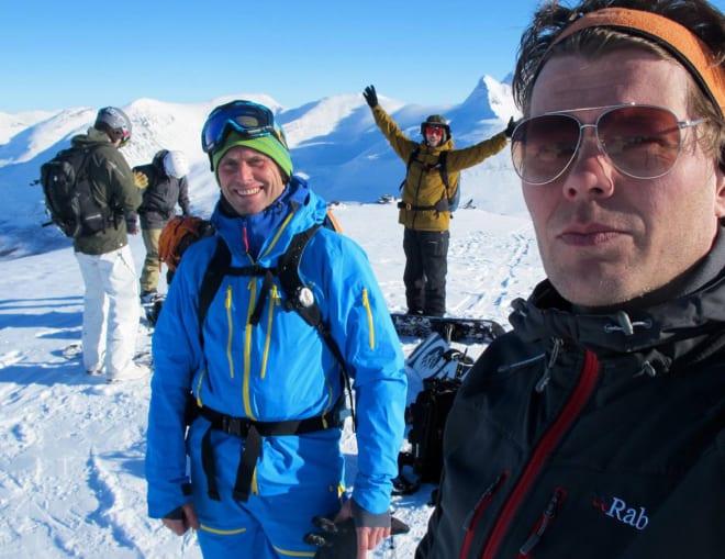TAMOK-FAN: Jarkko-Juhani Henttonen til høyre, sammen med sin gode venn og turkamerat Aadne Olsrud, som bor like under Blåbærfjellet. Foto: Privat