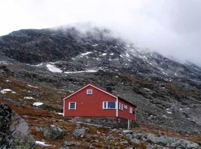 Norsk Tindeklub sin hytte i Skagedalen. Foto: Arne Larsen