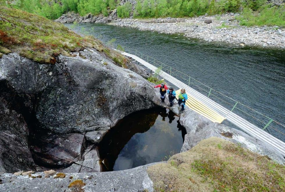 LITEN: Store krefter har vært i sving og dannet jettegrytene ved Storstraumen.