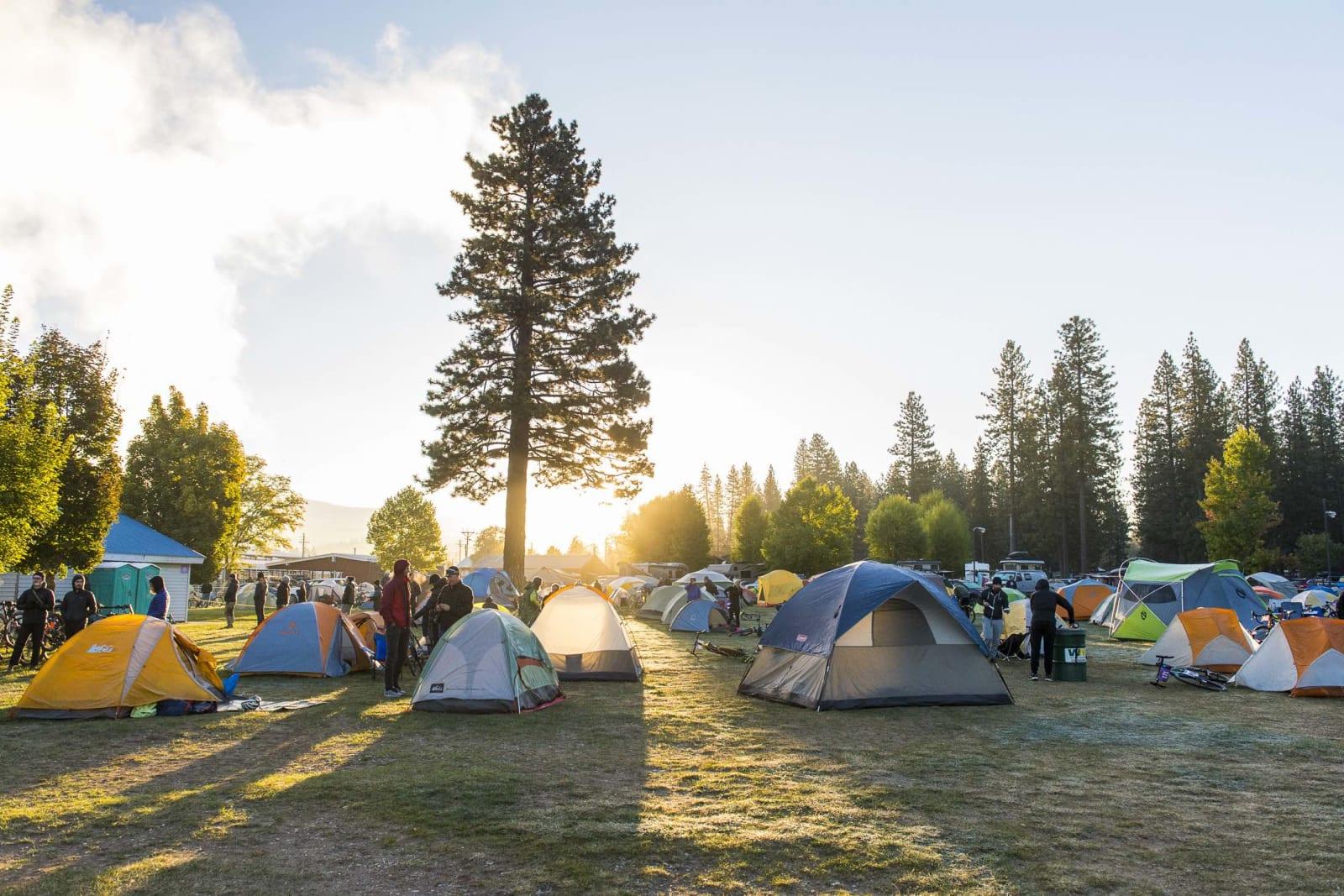 EVENTYRCAMPEN: På Eventyr 2018 sover vi alle i telt. Dusjer og toalett finner du på stedet. Foto: Colin Meagher.
