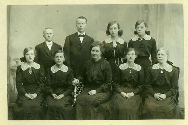 Fanny Paulsen i midten, første rekke, døveskolen i Holmestrand. Foto: Utlånt av Statsped.