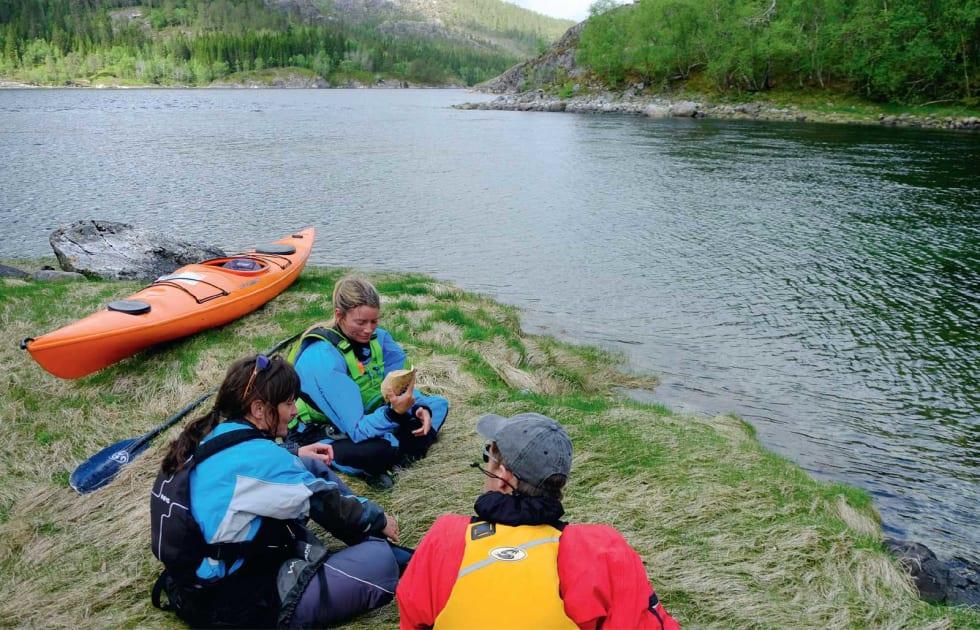 RAST: Er man for tidlig ute må man vente på at tidevannet skal snu for å komme seg opp til Lakselvvatnet.